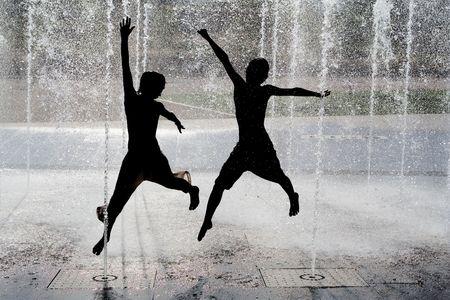fontana: divertimento nella fontana Archivio Fotografico