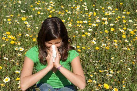 hay field: bambino che soffia il naso Archivio Fotografico