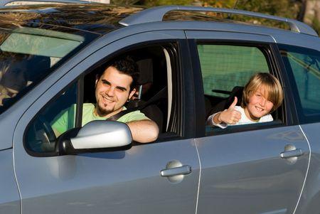 man driving: coche