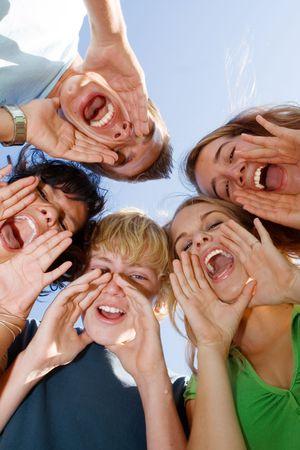 campamento de verano: grupo de ni�os gritando Foto de archivo