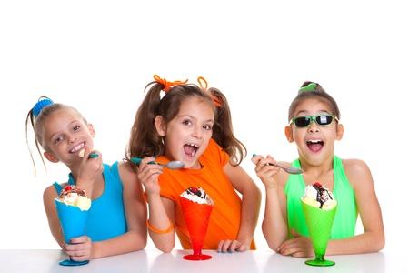 ni�os comiendo: ni�os felices comiendo helado sundae