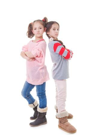 niños malos: niños enojados cruz sulky actitud desafiante mal humor