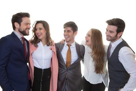 riendose: grupo de gente de negocios amigable hablando y riendo