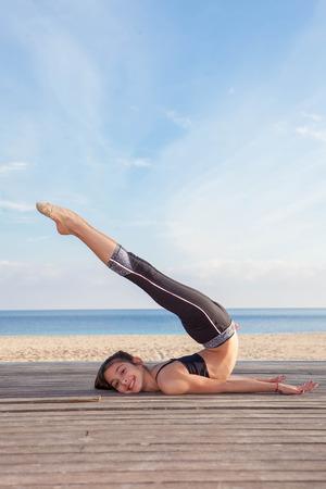 gymnastique: actif jeune gymnaste �tirement