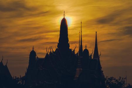 kaew: Silhouette of Wat Phra kaew
