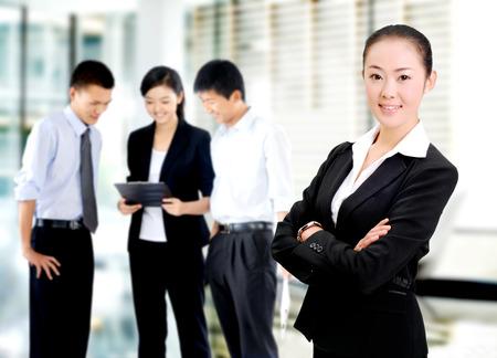 interakcje: Pewność siebie kobiety dojrzałej kariery