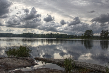 idylle: Peaceful Lake in Sweden in a cloudy mood