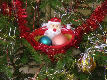 new year s santa claus: What does the Easter Bunny, that does Santa Claus also