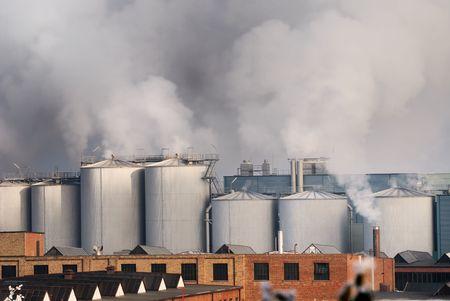 pollution air: La contaminaci�n atmosf�rica causada por una f�brica de productos qu�micos