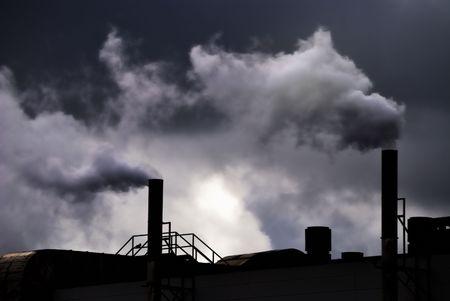 pollution air: La contaminaci�n del aire de una f�brica de Foto de archivo