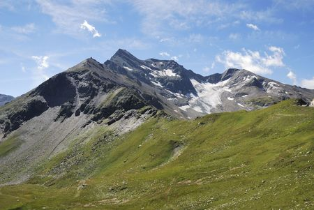 Mountain view in Austria at the Grossglockner Hochalpenstrasse (high alpine road). photo
