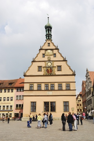 mediaval: Tourists at the market place of Rothenburg ob der Tauber. The mediaval town attracts over 2 million visitors every year.