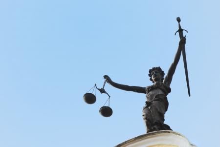 dama justicia: Estatua de la Se�ora Justicia se ve en el antiguo ayuntamiento de Ingolstadt