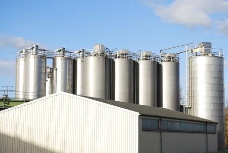 chemical plant: Chemische fabriek op een industrieterrein