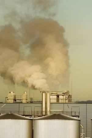 pollution air: La contaminaci�n del aire en una f�brica de productos qu�micos