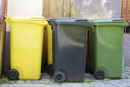 Three garbage cans in different colors for waste separation Imagens