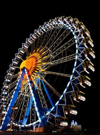 ferriswheel: Monaco, Germania - 25 settembre: Grande ruota al Oktoberfest a Monaco di Baviera, in Germania il 25 settembre 2013. L'Oktoberfest � la pi� grande festa della birra del mondo con oltre 6 milioni di visitatori ogni anno.