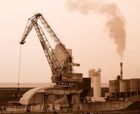Revolución Industrial - cran en una antigua zona industrial