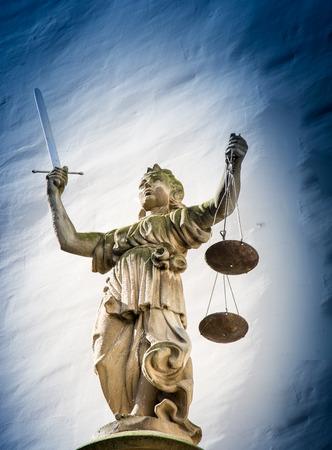 dama justicia: Escultura de la Justicia (Justitia) desde 1591 en el antiguo ayuntamiento de G�rlitz