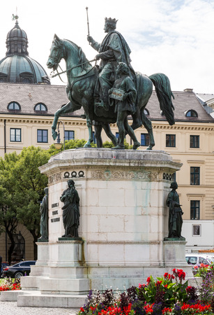 sceptre: Equestrian statue of King Ludwig I in Munich, built 1862