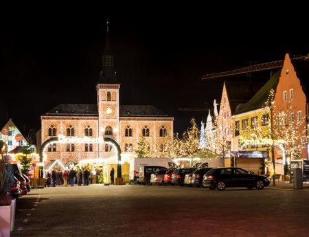 hauptplatz: PFAFFENHOFEN, GERMANY - DEZEMBER 21: People at a traditional bavarian christmas market in Pfaffenhofen, Germany on Dezember 21, 2014. Foto taken from Hauptplatz. Editorial