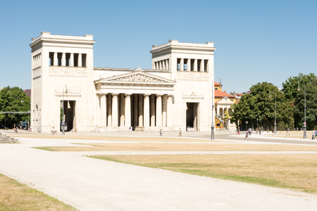 Reich: MUNICH, GERMANY - AUGUST 3: Tourits at the Koenigsplatz in Munich, Germany on August 3, 2015. During the third reich the square was used for Nazi parties. Foto taken from Koenigsplatz with view to the propylaea. Editorial