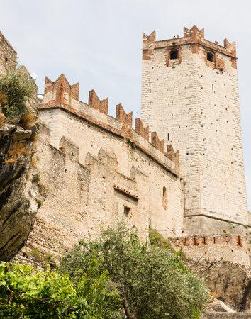 2015 年 6 月 1 日にイタリア マルチェージネでマルチェージネ, イタリア - 6 月 1 日: スカリジェロ。城は、13 世紀に建てられました。Fot 城ビューを介 報道画像