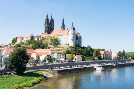 dom: MEISSEN, GERMANY - AUGUST 24: Albrechtsburg castle in Meissen, Germany on August 24. Meissen is the home of Meissen porcelain. Foto taken from the Elbe riverside. Éditoriale
