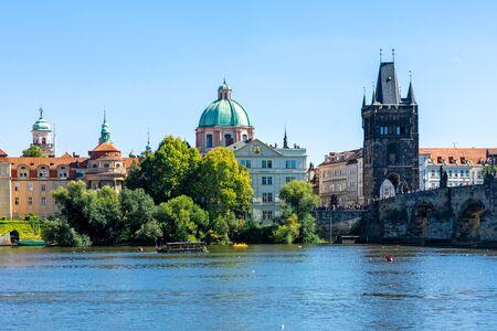 Charles bridge (Karluv Most) in Prague 스톡 콘텐츠