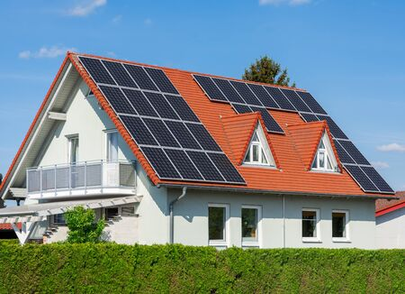 Modern house with photovoltaic solar cells on the roof for alternative energy production Zdjęcie Seryjne