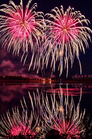 Winning Fireworks by USA in Globalfest Fireworks Festival 2012, Calgary, Alberta, Canada  Stock Photo - 16347901