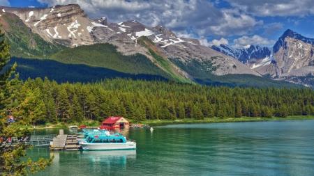 Boten bij Maligne Lake in Jasper National Park, Alberta, Canada Stockfoto