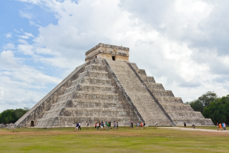 pre columbian: Mayan pyramid of Kukulcan El Castillo in Chichen Itza, Mexico  Stock Photo