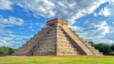 cultura maya: Pir�mide maya de Kukulc�n El Castillo en Chich�n Itz�, M�xico