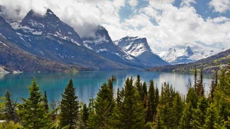 Beautiful landscape view of St  Mary Lake in Glacier National Park, Montana, USA Stock Photo