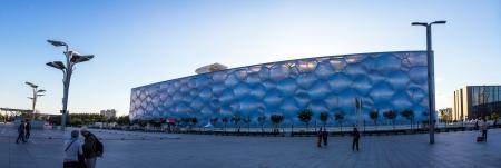 piscina olimpica: Beijing Cubo de Agua al atardecer Fue sede olímpica en natación y pruebas de saltos Su capacidad era de 17 000m2 y se reduce a 6 000 después de los Juegos Olímpicos Editorial