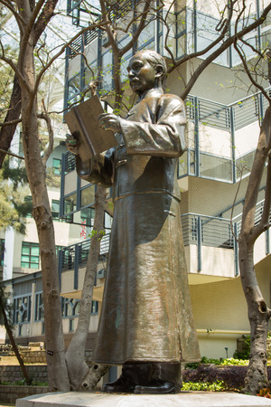 yat sen: Statue of Dr Sun Yat-sen at the Lingnan University  in Castle Peak Road, Fu Tei, Hong Kong  He was a Chinese revolutionary, first president of the Republic of China