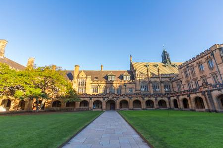 kwadrant: Historyczne Quadrant budowlane na Uniwersytecie w Sydney, Australia Pięć Nobla lub Crafoord laureatami zostały powiązane z uniwersytetu jako absolwentów i wykładowców Publikacyjne