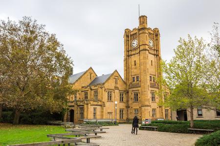 De Universiteit van Melbourne is een Australische openbare universiteit gevestigd in Melbourne Het is Australië's tweede oudste universiteit, de oudste in Victoria Redactioneel