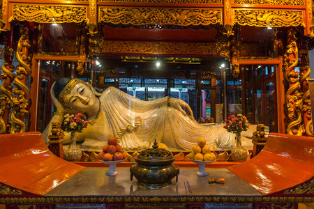 jade buddha temple: A Buddha statue at Jade Buddha temple in Shanghai, China.