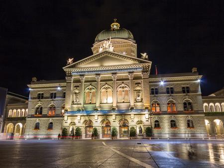 中央政府宮殿は、ベルンのスイス連邦議会 (中央政府議会) と連邦議会の建物の建物の名前です。 報道画像