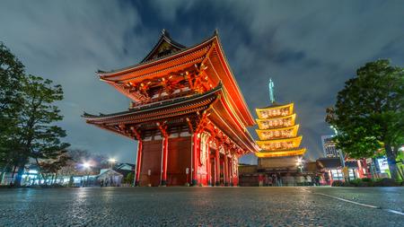 東京 - 浅草、日本の夜の浅草寺
