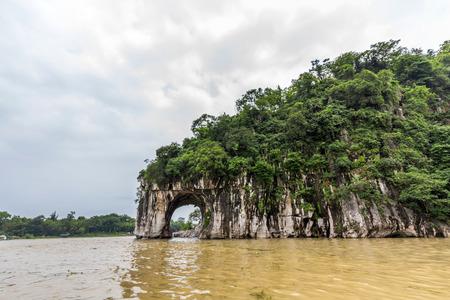 trunk: Colina Trompa de Elefante en Guilin de China