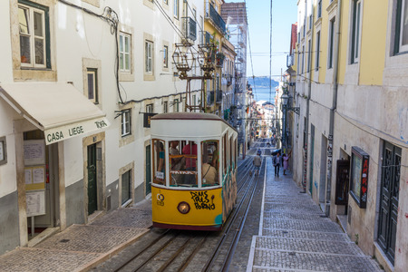 ascensor: The Bica Funicular is a funicular in Lisbon, Portugal, that forms the connection between the Calada do CombroRua do Loreto and the Rua de S. Paulo.
