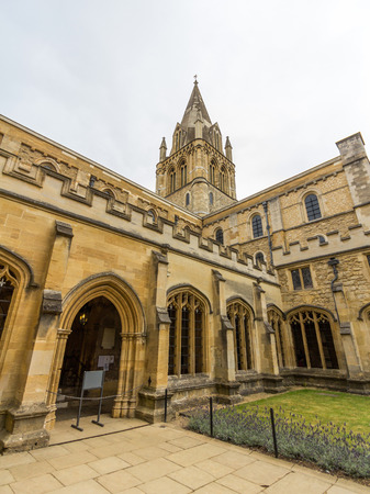 oxfordshire: The cathedral of Christ Church, University of Oxford, England. It is the college chapel for Christ church.