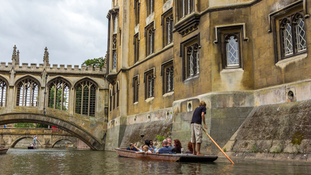 punter: Bridge of Sighs of St Johns College in the University of Cambridge, England. The college was founded by Lady Margaret Beaufort. Editoriali