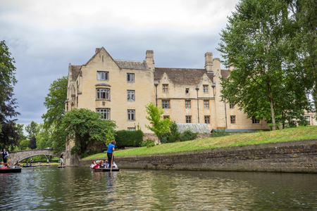 punting: View of Kings College and punters in river Cam in Cambridge, England. Punting is a famous summer activity in Cambridge.