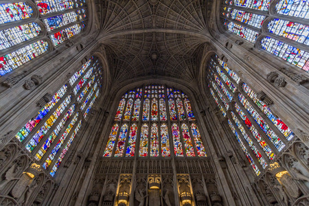 high altar: Interior of Kings college chapel in the University of Cambridge, England. It features the worlds largest fan vault, constructed by master mason John Wastell.