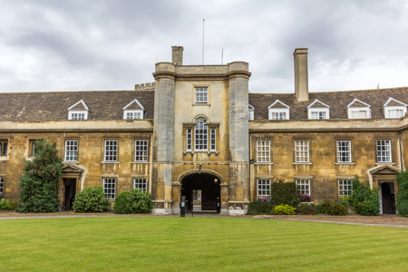 comprising: Christs College is a constituent college of the University of Cambridge, officially comprising the Master and Fellows of the College as well as about 600 students.