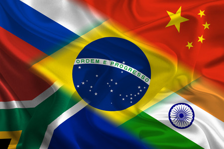 BRICS 국가의 깃발을 함께 흔들며 스톡 콘텐츠